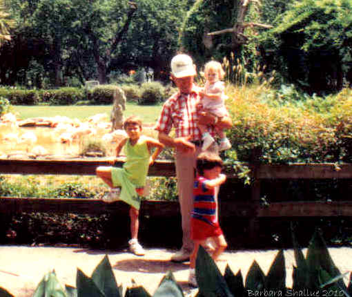 Daddy with kids houston zoo July 92