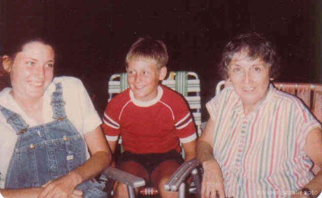 Sue, steven, aunt marg aug 83