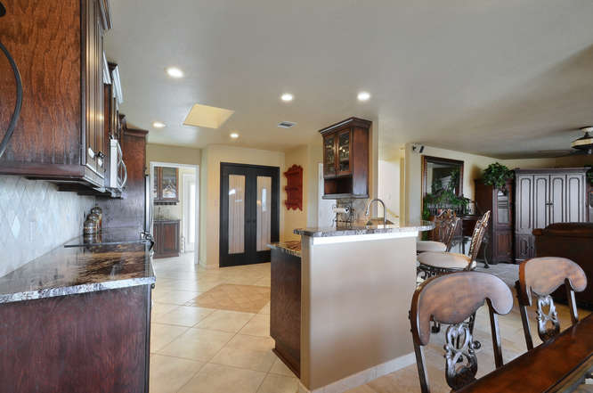 145 Lakefront Drive-small-016-Kitchen And Breakfast 06-666x442-72dpi