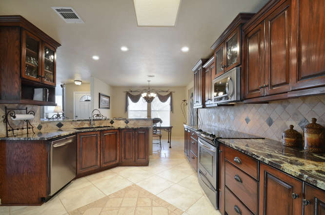 145 Lakefront Drive-small-013-Kitchen And Breakfast 03-666x442-72dpi